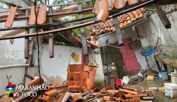 Moradores perdem casas após enchente, em Imperatriz