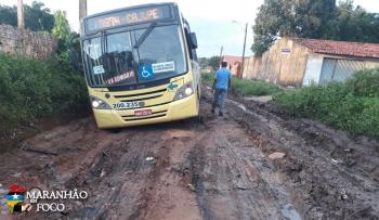Vias esburacadas causam transtornos durante viagens em coletivos de São Luís